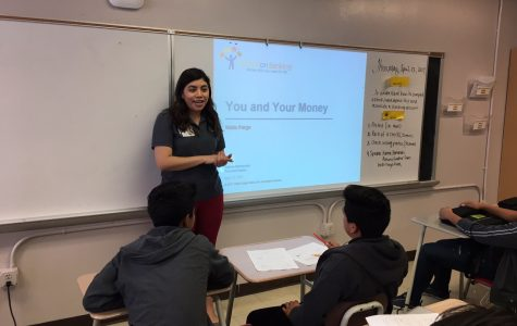 Lee Alum Returns to Give Financial Advice to Business Students