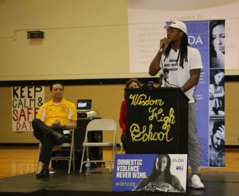 Houston Texans WR Deandre Hopkins Visits Wisdom HS; Speaks Out Against Domestic Violence